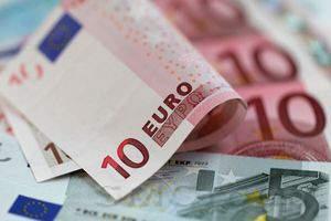 Во второй половине дня курс евро начал снижатсья
