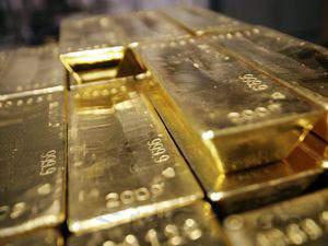 Цена золота на мировых рынках растет, инвесторы опасаются военного конфликта