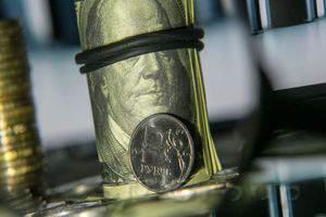 Почему эксперты рекомендуют выбирать рубль для сбережений