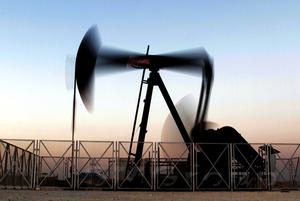 Нефть пытается вернуться к росту вблизи отметки 53$
