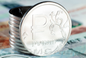 Позиции рубля на валютном рынке ослабевают