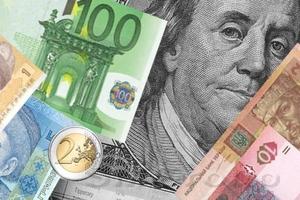Осторожный Федрезерв поддержал фондовые площадки и ударил по доллару