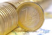 Евро отыгрывает потери у доллара