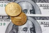 Рубль торгуется стабильно, немного уступая доллару