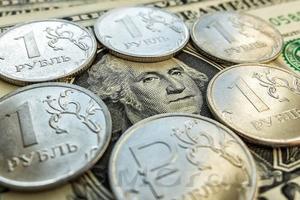Нестабильный курс нефти не мешает укреплению рубля
