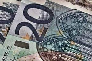 EUR/USD: возросли риски уйти к 1,1660
